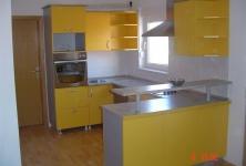 Kuhinje od jednobojnih dekora